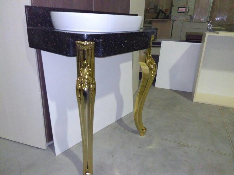 Столик из акрилового камня с фарфоровой раковиной