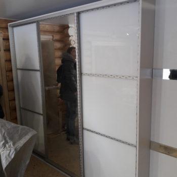 Шкаф-купе и пенал с зеркальными вставками