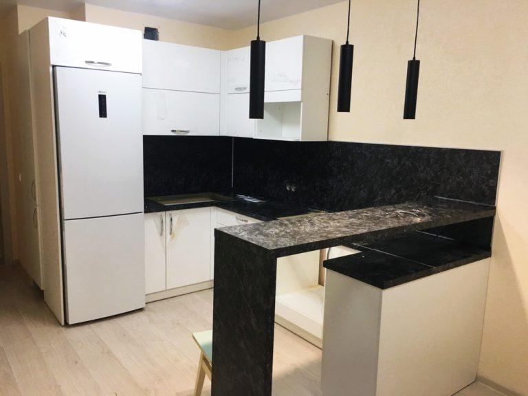 Кухонный гарнитур в студию (новостройка на ул. А. Берша)