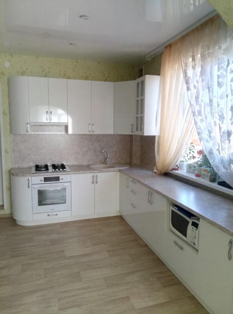 Угловая кухня в частный дом